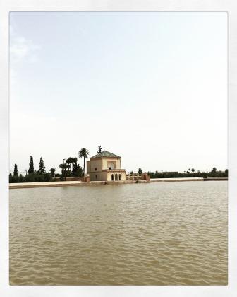 Le pavillon de la Ménara à Marrakech au bord d'un lac artificiel