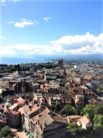 Photo of the city of Lausanne taken from the Esplanade de la Cité and showing houses, the Jura mountains and the Lac Léman