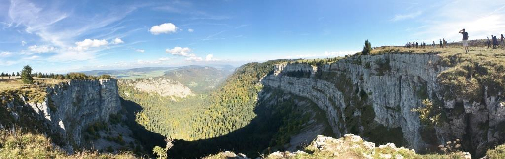 360 view of the Creux du Van canyon from the plateau