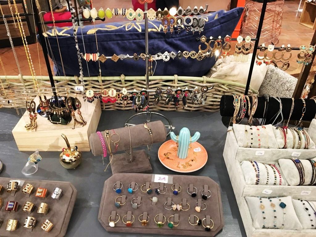 Bijoux délicats chez la boutique Rose à Lyon