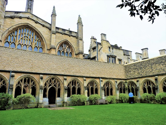Picture of gothic chapel and cloister