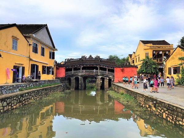 6 reasons to visit Vietnam_Japanese bridge Hoi An