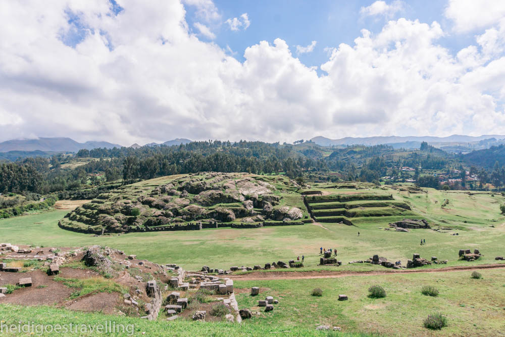 360 view of ancient Inca ruins covered by grass