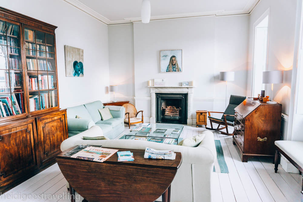 Picture of a white living room, with wood, white, aqua pieces of furniture