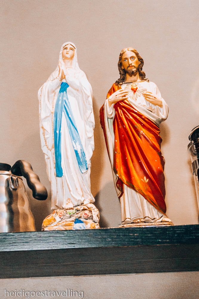 Picture of small sculptures of the Virgin Mary & Jesus