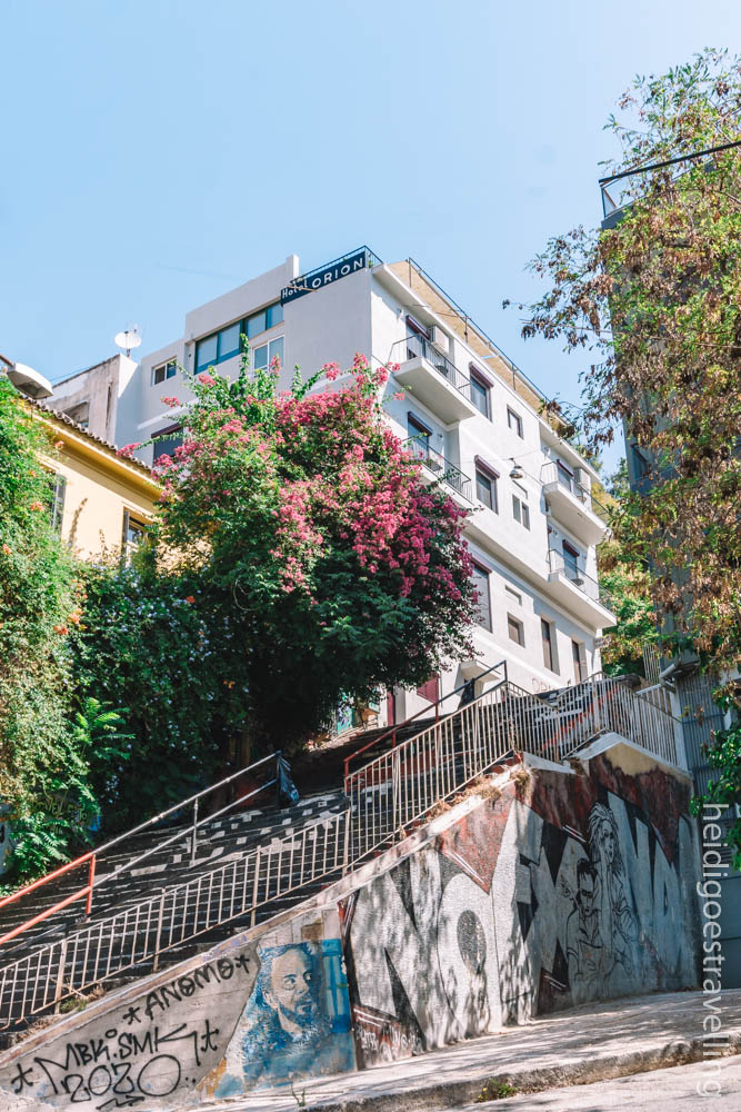 Picture of a wide outdoor staircase covered with street art and leading to a white-painted appartment building