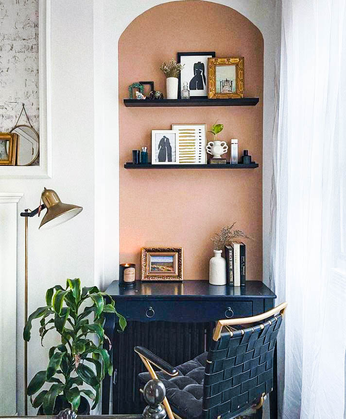 Picture of a small office nook with a nude coloured wall and black coloured furnitures